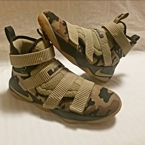 LEBRON JAMES HIGH TOP CAMO SOLDIER 11'S-LIKE NEW